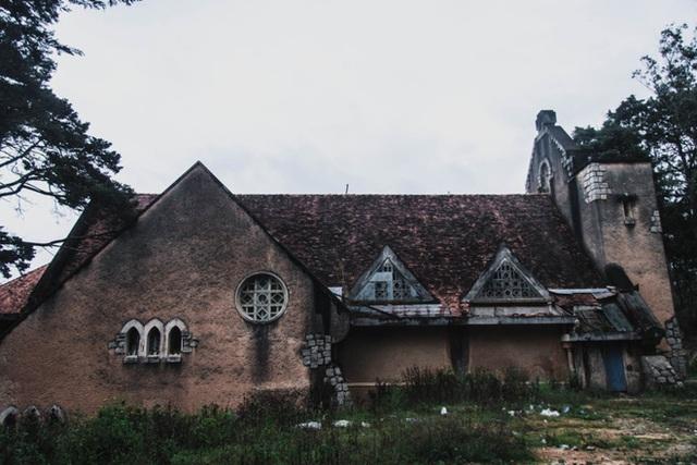 Khám phá những địa điểm bỏ hoang tại Việt Nam như game kinh dị (phần 2): Nhà nguyện Đà Lạt - Ảnh 1.