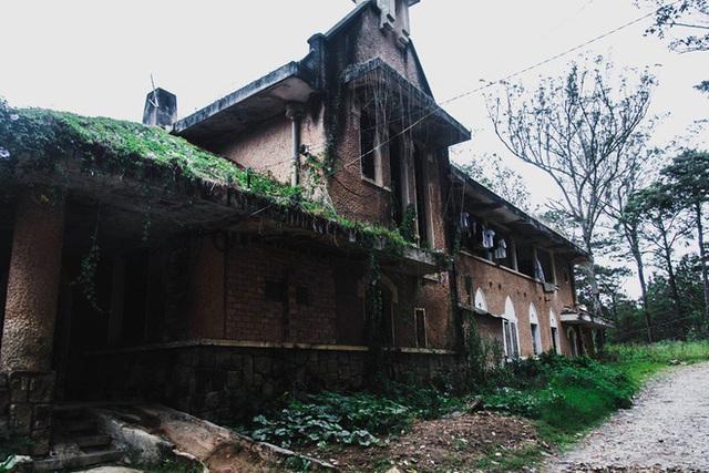 Khám phá những địa điểm bỏ hoang tại Việt Nam như game kinh dị (phần 2): Nhà nguyện Đà Lạt - Ảnh 4.