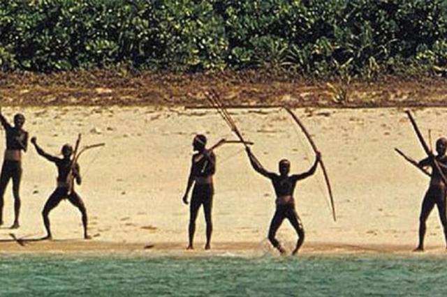 Bộ lạc sống tách biệt khỏi thế giới suốt 30 nghìn năm, xua đuổi người lạ bằng tên tẩm độc - Ảnh 2.