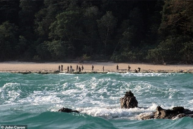 Bộ lạc sống tách biệt khỏi thế giới suốt 30 nghìn năm, xua đuổi người lạ bằng tên tẩm độc - Ảnh 1.