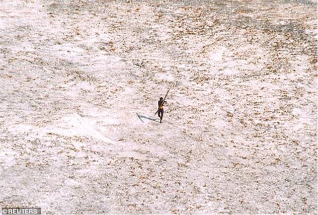 Bộ lạc sống tách biệt khỏi thế giới suốt 30 nghìn năm, xua đuổi người lạ bằng tên tẩm độc - Ảnh 3.