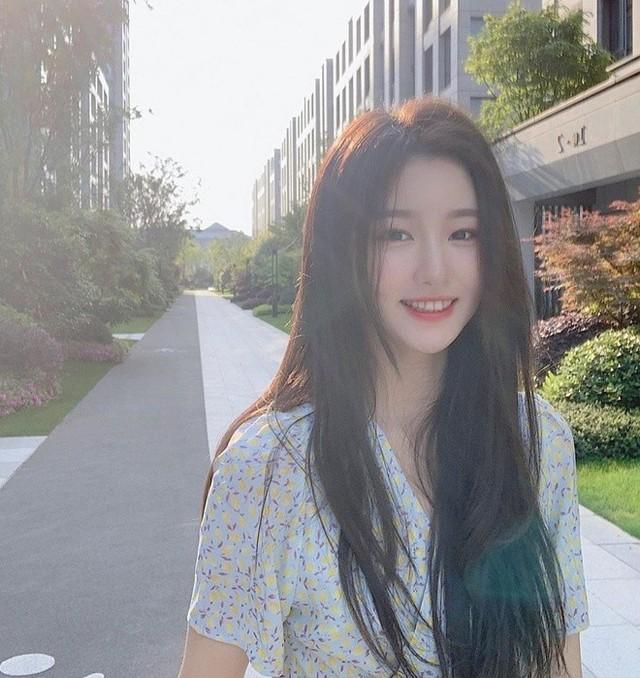 Sở hữu nhan sắc giống thần tiên tỷ tỷ Lưu Diệc Phi tới 99%, nàng hot girl khiến cộng đồng mạng truy tìm ráo riết - Ảnh 5.