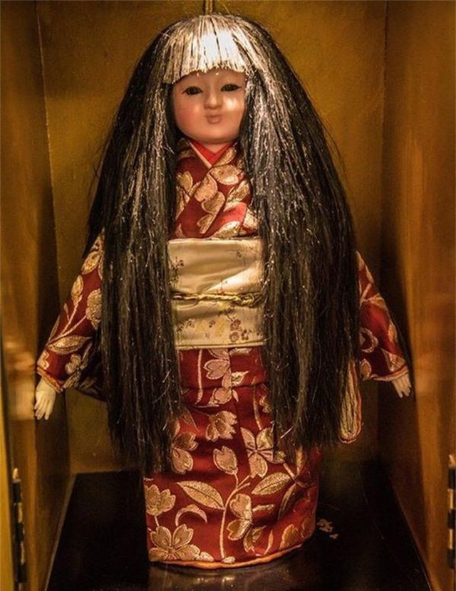 Khoa học vén màn bí ẩn trong truyền thuyết búp bê mọc tóc của Nhật Bản - Ảnh 1.