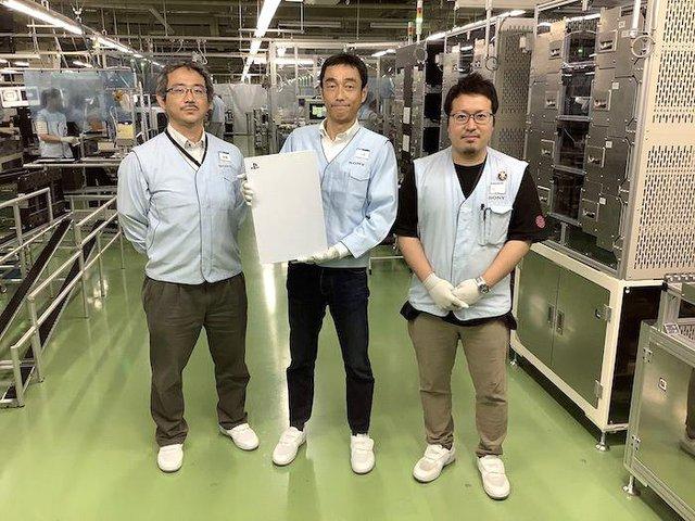 Cận cảnh những chiếc PS5 đầu tiên trên thế giới được xuất xưởng? - Ảnh 1.