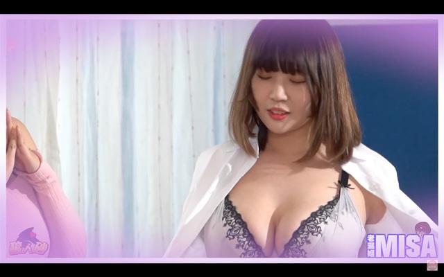 Quy tụ dàn hot girl rồi chơi Ma Sói thua cởi áo ngay trên sóng, nữ Youtuber khiến người xem được một phen bỏng mắt - Ảnh 6.