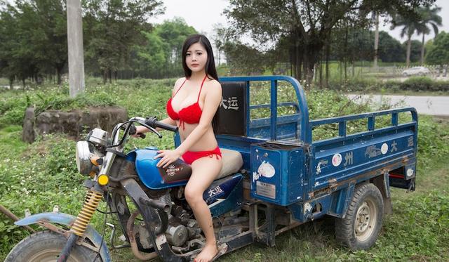 Mặc bikini đi trồng lúa, bón phân, cô nàng hot girl nhận muôn vàn chỉ trích từ phía cộng đồng mạng - Ảnh 5.