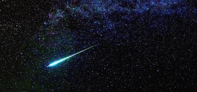[Việt Sub] Điều gì sẽ xảy ra với Trái Đất nếu sao chổi tử thần Halley lao thẳng vào Mặt Trăng? - Ảnh 2.