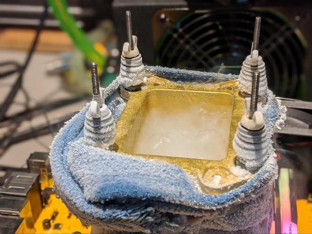 Overclocker chuyên nghiệp Splave phá vỡ kỷ lục với Core i9-10900K 7GHz, vượt mặt cả ASUS dù xài heli lỏng - Ảnh 3.