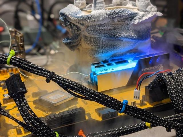 Overclocker chuyên nghiệp Splave phá vỡ kỷ lục với Core i9-10900K 7GHz, vượt mặt cả ASUS dù xài heli lỏng - Ảnh 5.