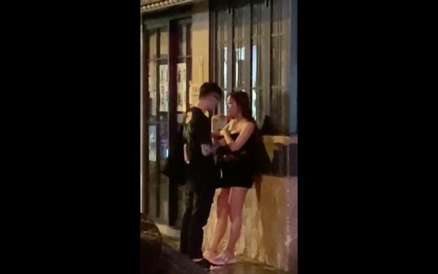 Giận dỗi bạn trai tới mức cởi áo giữa đường, cô gái xinh đẹp khiến cộng đồng mạng sốc nặng, bất ngờ với cái kết - Ảnh 8.