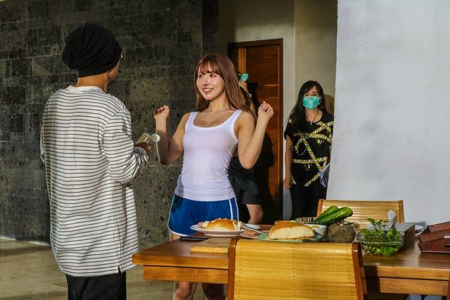 MV mới đạt 2,5 triệu view sau 24h, Yua Mikami gửi lời cảm ơn fan Việt cày view - Ảnh 8.