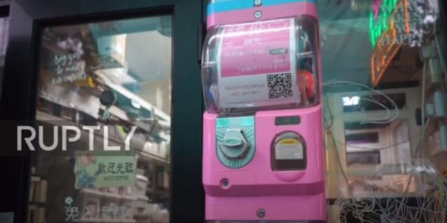 Xuất hiện máy ATM tình yêu, hỗ trợ tìm đối tượng hẹn hò cực hiệu quả cho người ế - Ảnh 1.