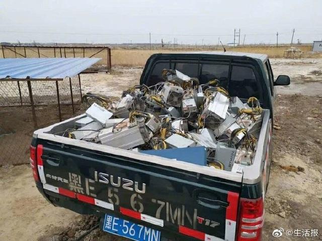 Chiêu ẩn thân độc đáo của dân đào bitcoin trộm ở Trung Quốc: Chui dưới mộ, trốn trong chuồng chó... - Ảnh 3.