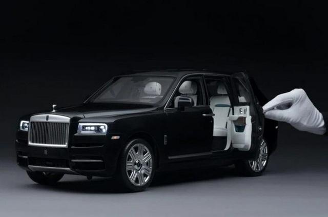 Ngắm Rolls Royce Cullinan phiên bản mô hình có giá sương sương bằng một chiếc xe hơi thật - Ảnh 1.