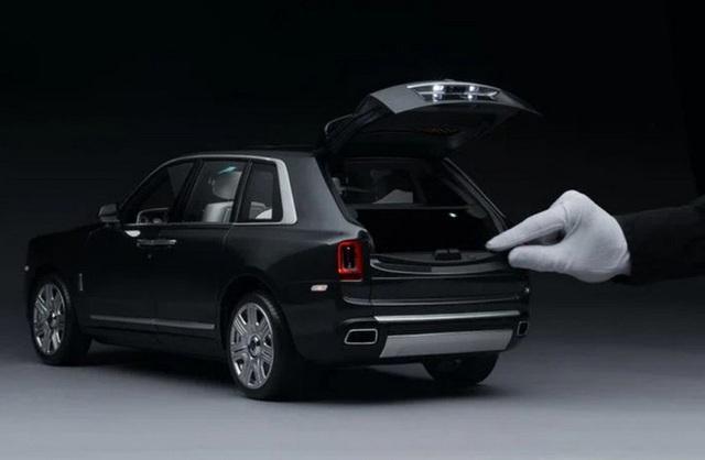 Ngắm Rolls Royce Cullinan phiên bản mô hình có giá sương sương bằng một chiếc xe hơi thật - Ảnh 3.