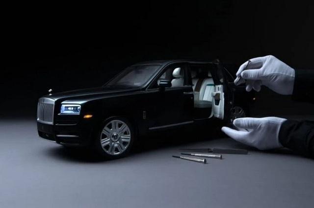Ngắm Rolls Royce Cullinan phiên bản mô hình có giá sương sương bằng một chiếc xe hơi thật - Ảnh 4.