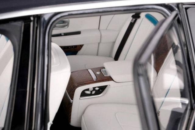 Ngắm Rolls Royce Cullinan phiên bản mô hình có giá sương sương bằng một chiếc xe hơi thật - Ảnh 5.