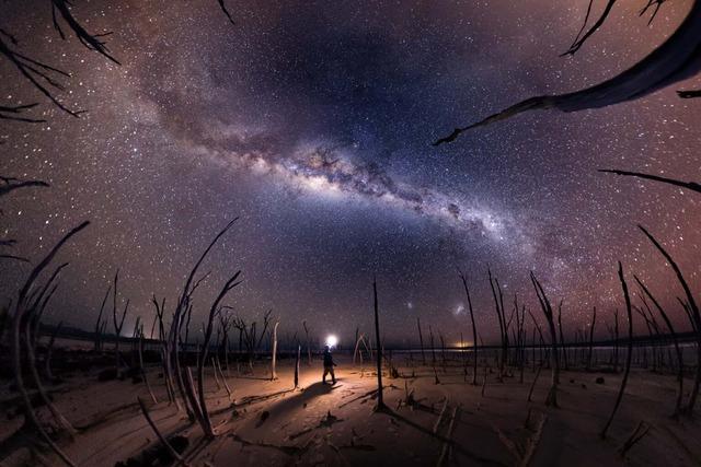 25 bức ảnh Dải ngân hà đẹp nhất 2020, đặt làm hình nền thì đẹp vô cùng (P1) - Ảnh 7.