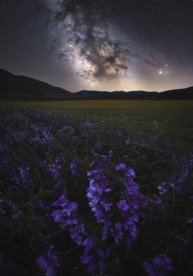 25 bức ảnh Dải ngân hà đẹp nhất 2020, đặt làm hình nền thì đẹp vô cùng (P1) - Ảnh 8.