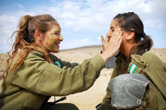 Body căng đét của cực binh sĩ Isarel khiến fan PUBG mê mẩn: Nữ hoàng súng đạn, biểu tượng của nữ quyền - Ảnh 1.