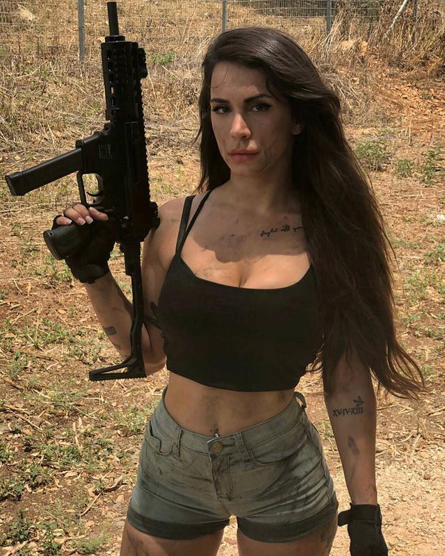 Body căng đét của cực binh sĩ Isarel khiến fan PUBG mê mẩn: Nữ hoàng súng đạn, biểu tượng của nữ quyền - Ảnh 3.