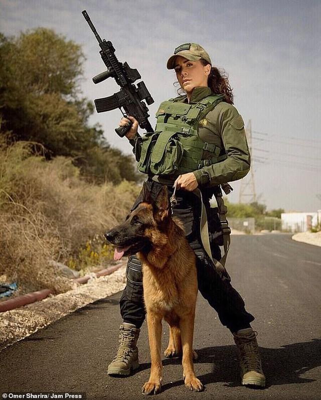 Body căng đét của cực binh sĩ Isarel khiến fan PUBG mê mẩn: Nữ hoàng súng đạn, biểu tượng của nữ quyền - Ảnh 10.