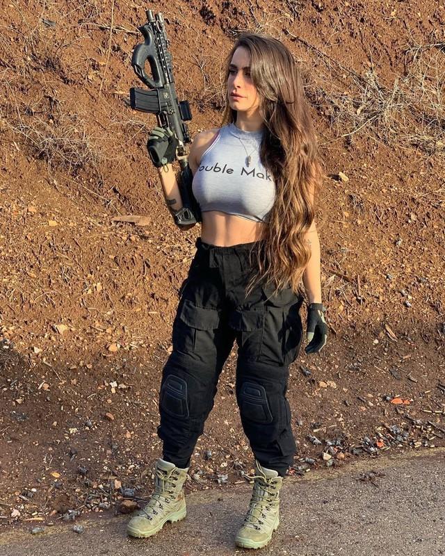 Body căng đét của cực binh sĩ Isarel khiến fan PUBG mê mẩn: Nữ hoàng súng đạn, biểu tượng của nữ quyền - Ảnh 20.