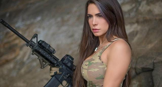 Body căng đét của cực binh sĩ Isarel khiến fan PUBG mê mẩn: Nữ hoàng súng đạn, biểu tượng của nữ quyền - Ảnh 22.