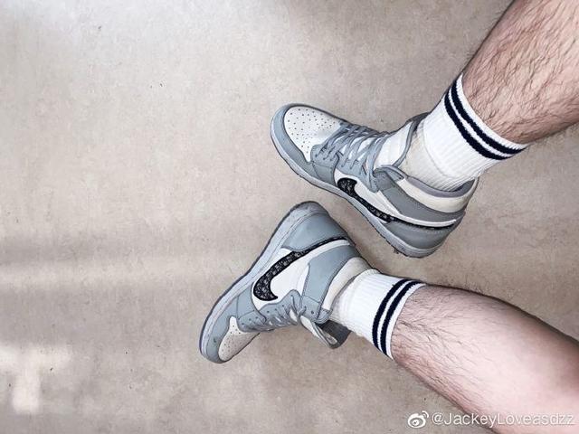 Góc dân chơi: JackeyLove khoe mẫu giày siêu hot Nike x Dior, giá tại Trung Quốc chỉ sơ sơ... 600 triệu chứ mấy - Ảnh 2.