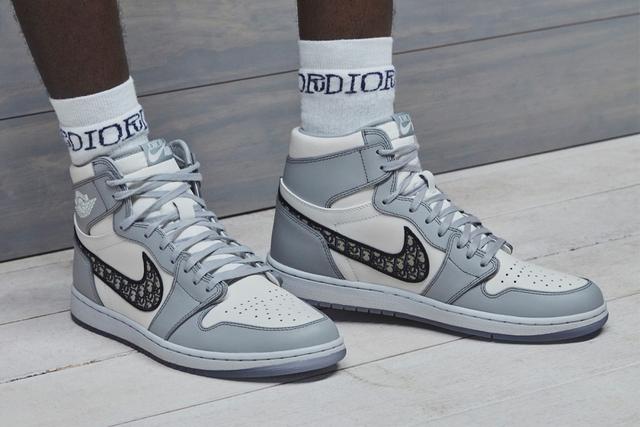 Góc dân chơi: JackeyLove khoe mẫu giày siêu hot Nike x Dior, giá tại Trung Quốc chỉ sơ sơ... 600 triệu chứ mấy - Ảnh 4.