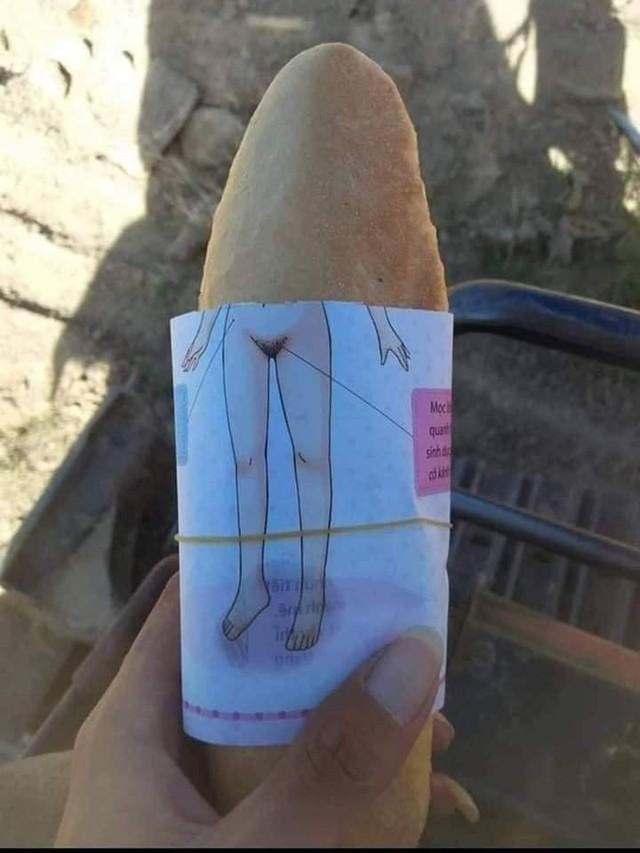 Góc hài hước: Những pha giấy bọc bánh mì khiến người ăn cạn lời vì nội dung khó đỡ - Ảnh 2.