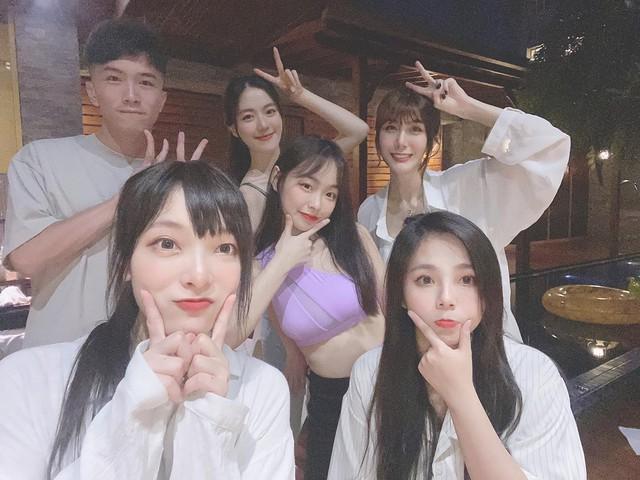 Quy tụ dàn mỹ nữ xinh đẹp làm clip pool party, cô nàng streamer LMHT xinh đẹp khiến fan đứng hình, donate và view tăng chóng mặt - Ảnh 2.