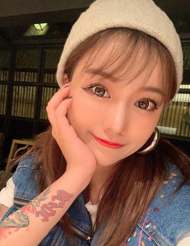 Top 7 pha lộ nhan sắc thật của gái xinh TikTok khiến fan khiếp vía, sốc nhất là hot girl... 58 tuổi - Ảnh 12.