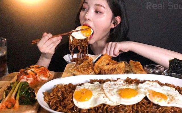 Top 5 nữ Youtuber thu nhập khủng nhất xứ Hàn nhờ... ngồi ăn: Mút kẹo cũng gần 300 triệu view, 55 tỷ VND mỗi tháng - Ảnh 1.