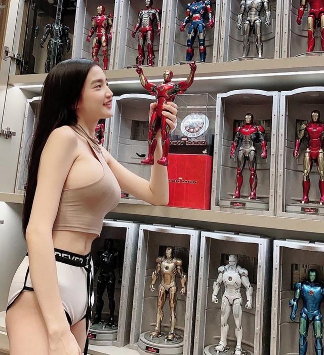 Khoe bộ mô hình robot khủng trên sóng, nữ streamer xinh đẹp khiến fan há hốc, ngạc nhiên vì độ chịu chơi và giàu có - Ảnh 3.
