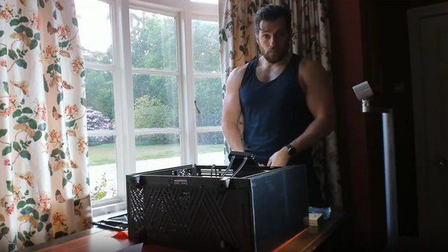 Rảnh rỗi ở nhà, chàng Geralt Henry Cavill tự tay lắp PC cực khủng để chiến game - Ảnh 3.