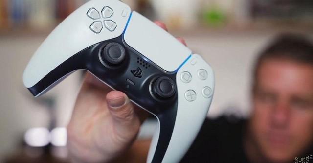 Video trên tay, đánh giá nhanh DualSense mới của PS5 - Ảnh 1.