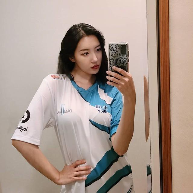 Thăng hoa cùng DAMWON, Showmaker được nữ idol nóng bỏng hàng đầu K-pop công khai thả thính - Ảnh 5.