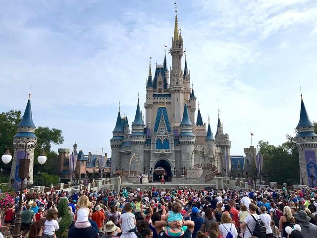 8 sự thật ít người biết về Disneyland do chính nhân viên cũ tiết lộ: Điều cuối cùng sẽ khiến bạn phải bật cười - Ảnh 2.