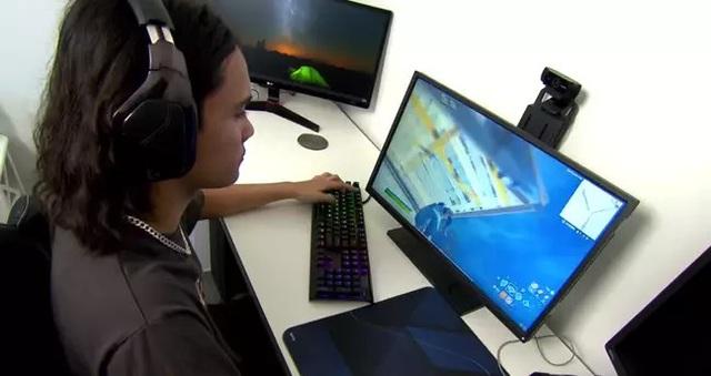 Cày game kiếm tiền nhiều hơn cả bố mẹ đi làm, nam game thủ 15 tuổi được phụ huynh đồng ý cho bỏ học - Ảnh 2.