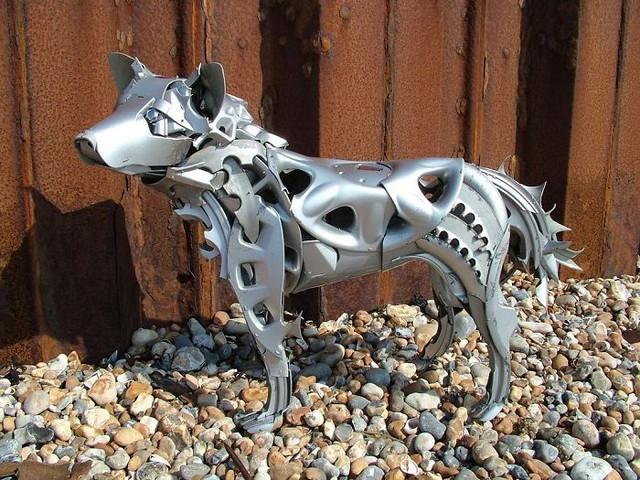 Cận cảnh những mô hình đẹp đến từng chi tiết được làm từ phế liệu, đồ tái chế - Ảnh 1.