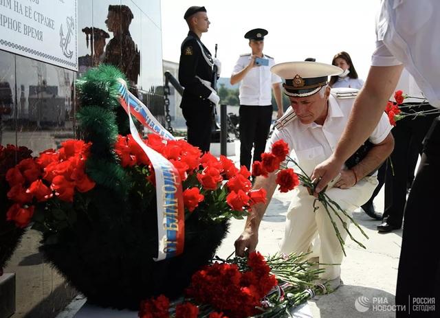 Chiêm ngưỡng 250 tàu chiến khủng của Nga trong lễ duyệt binh mừng ngày hải quân - Ảnh 7.