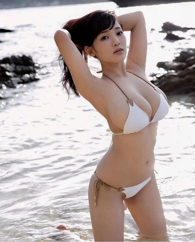 Khoe bộ ảnh quy tụ dàn gái xinh ngực khủng bên suối nước nóng, cô nàng hot girl Nhật bỗng chốc nổi như cồn trên mạng xã hội - Ảnh 3.