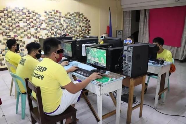 Đi tù vẫn được chơi game, đấu giải - đây là những phạm nhân số hưởng nhất thế giới - Ảnh 2.