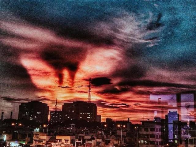 Cộng đồng mạng bất ngờ, trầm trồ trước hiện tượng thời tiết Bắc rồng bay, Nam phượng múa trên bầu trời Việt Nam - Ảnh 1.