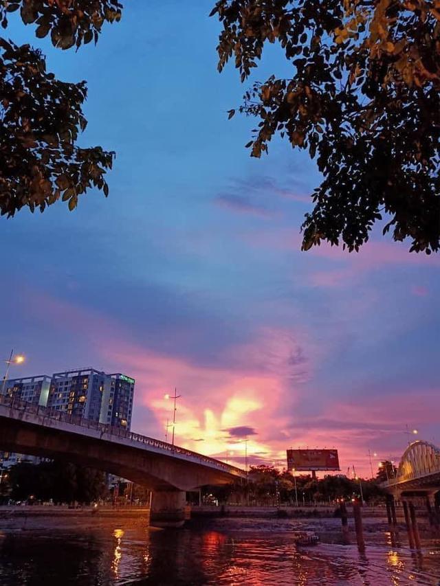 Cộng đồng mạng bất ngờ, trầm trồ trước hiện tượng thời tiết Bắc rồng bay, Nam phượng múa trên bầu trời Việt Nam - Ảnh 3.