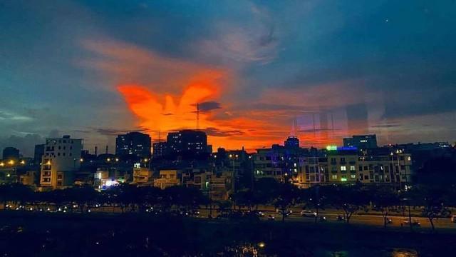 Cộng đồng mạng bất ngờ, trầm trồ trước hiện tượng thời tiết Bắc rồng bay, Nam phượng múa trên bầu trời Việt Nam - Ảnh 5.