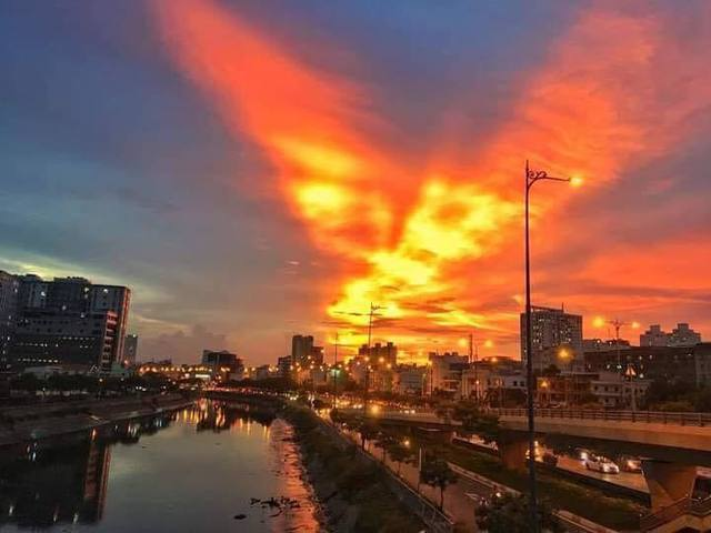 Cộng đồng mạng bất ngờ, trầm trồ trước hiện tượng thời tiết Bắc rồng bay, Nam phượng múa trên bầu trời Việt Nam - Ảnh 6.