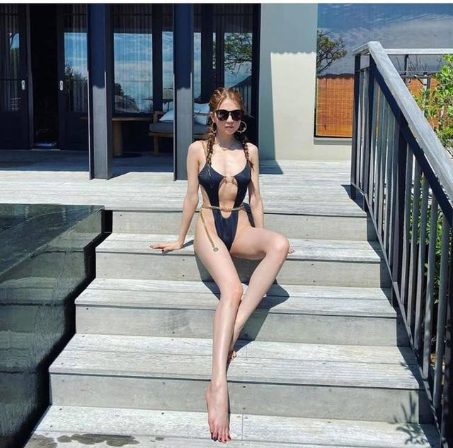 Bị chê gầy gò, Ngọc Trinh khoe body nóng bỏng trong bộ bikini không thể sexy hơn - Ảnh 2.