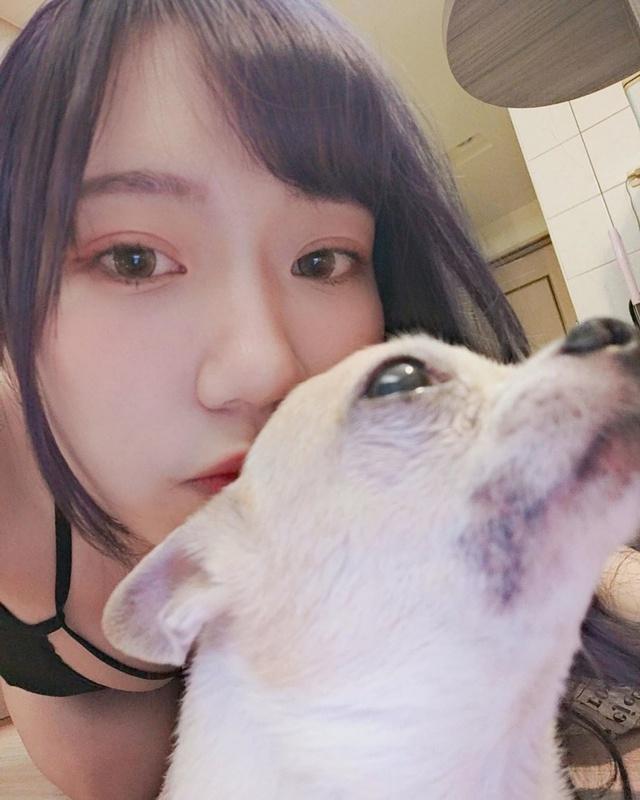 Đăng ảnh check in với chó mèo, nàng hot girl khiến cộng đồng mạng cảm thán Xin được làm thú cưng của cậu - Ảnh 2.